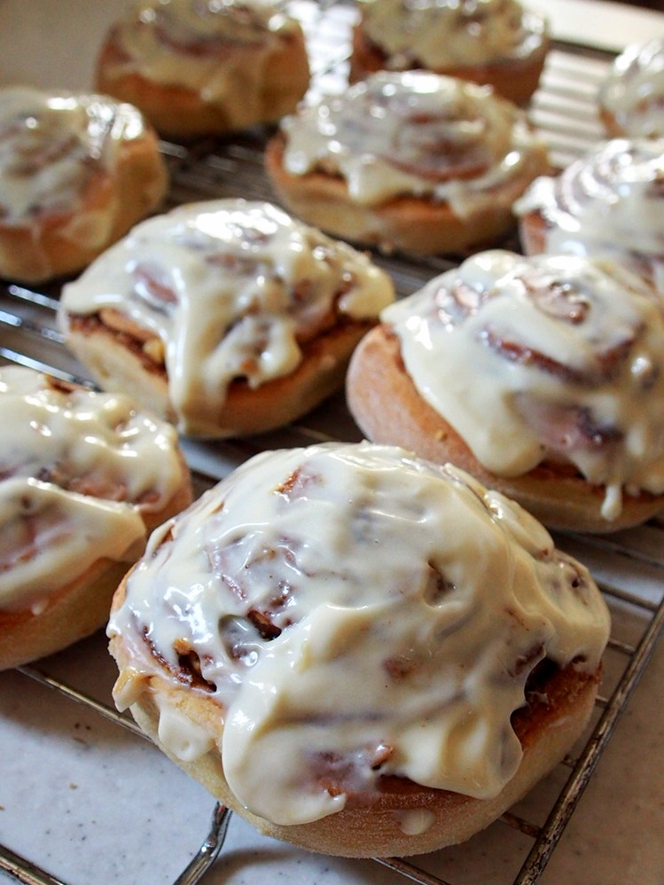 Recipe: Cinnamon rolls with walnuts and cream cheese frosting. #BAKEMASday1
