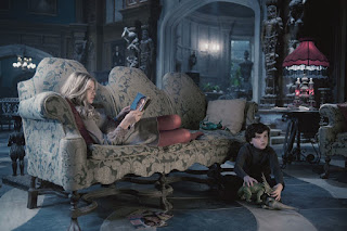 dark shadows-chloe grace moretz-gullivar mcgrath