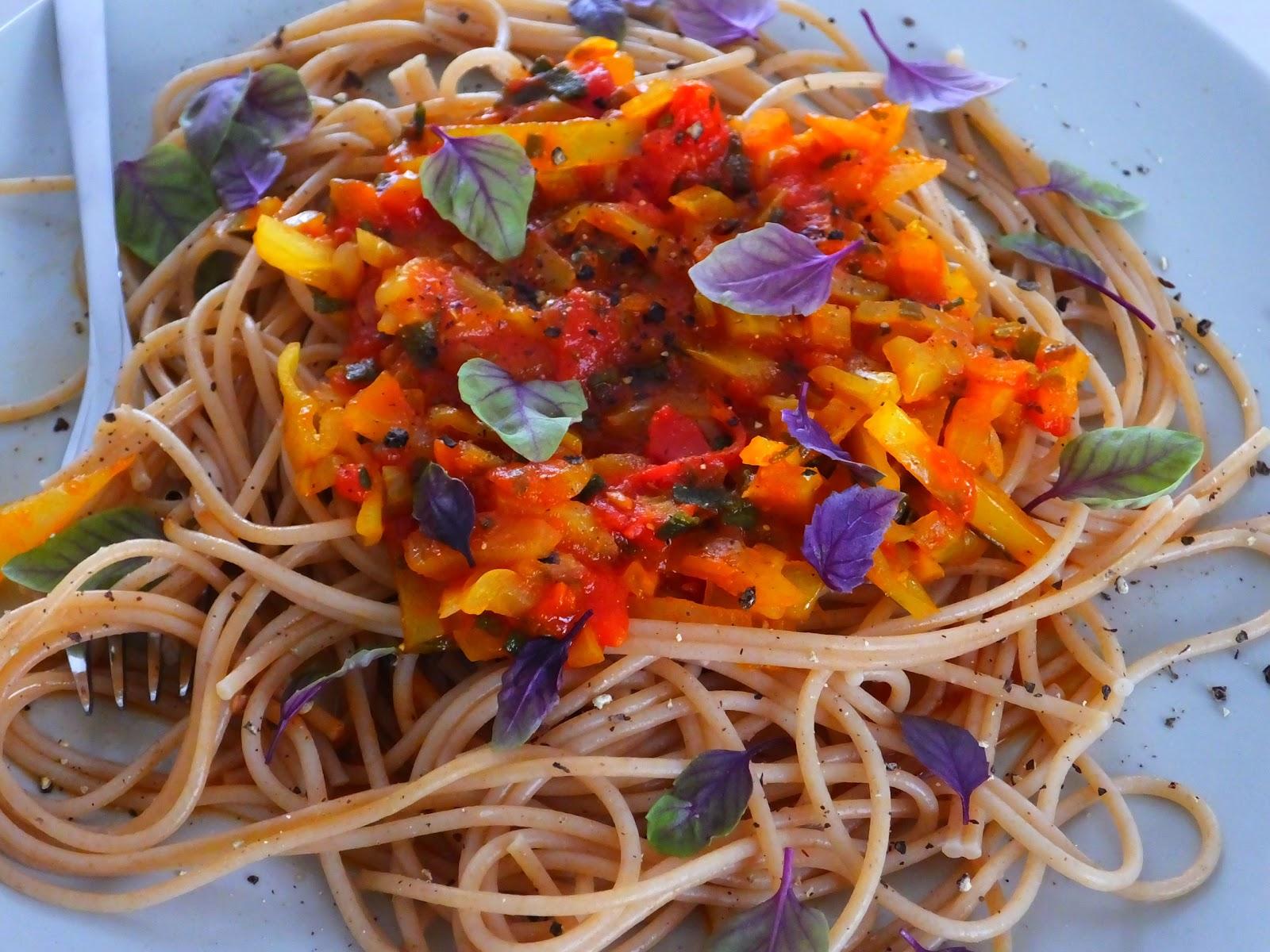 Spaghetti z duszonymi warzywami