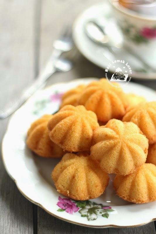 Kuih Bahulu / Ji Dan Gao 烘鸡蛋糕