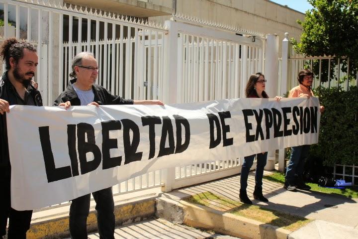 Colegio de Periodistas junto a organizaciones sociales entrega carta a la Sociedad Interamericana de Prensa.