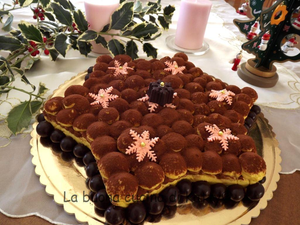 La buona cucina di katty torta tiramis a forma di stella for Isola cucina a forma di torta