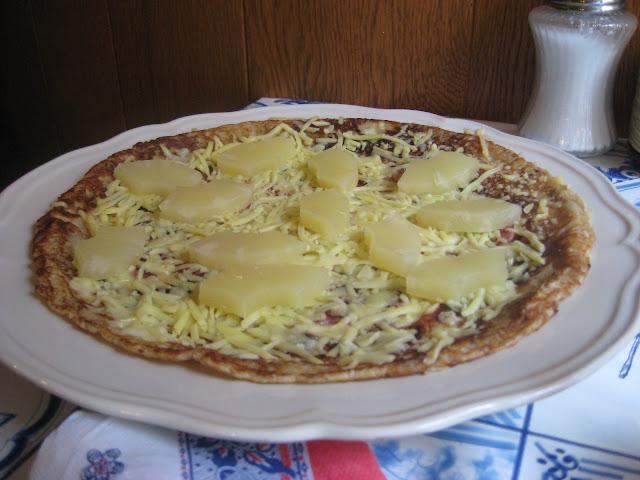 pannenkoeken a metà strada tra una pizza, una crepe, un pancake e una frittata
