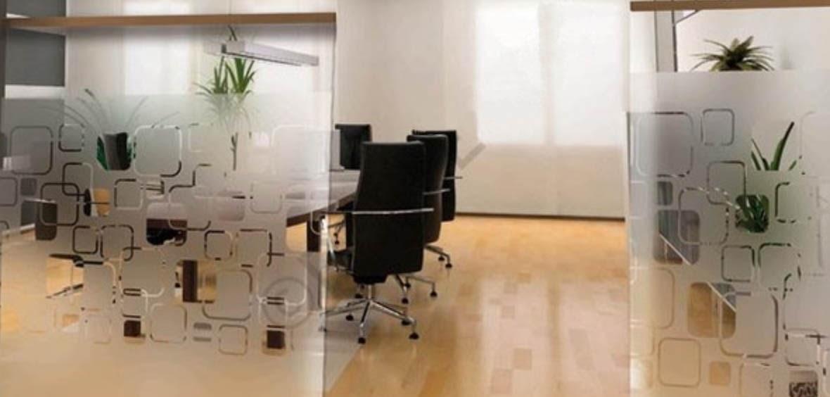 Resalte espacios y divisiones con vinilos tipo sand for Vinilos decorativos para oficinas