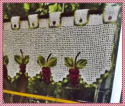 Bando para cortinas em crochê com uvas