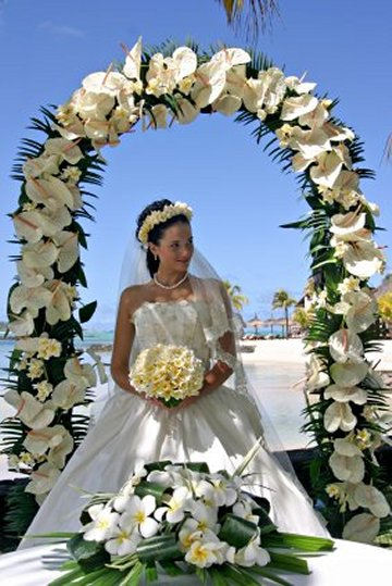 Wedding arches with flowers wedding ideas whether your venue is a church on the beach near a lake or your backyard well show you how you can use various wedding flowers to decorate an arch and junglespirit Image collections