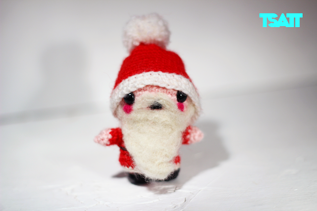 Amigurumi Santa Claus from the front.