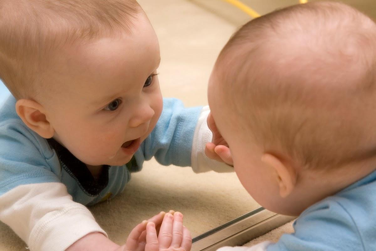 Почему ребенку до года нельзя смотреть в зеркало