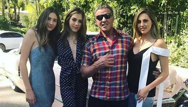 Ο 70χρονος ηθοποιός, είναι πολύ υπερήφανος για τα τρία κορίτσια του