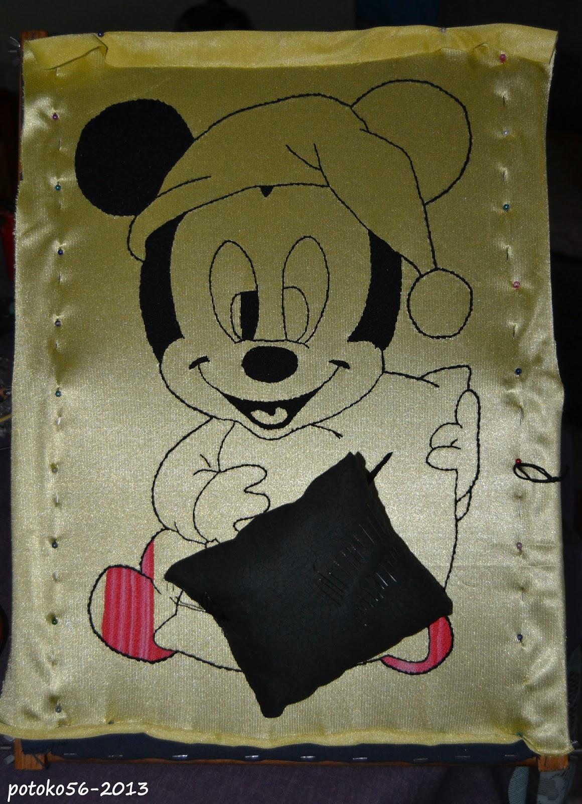Bordando un Mickey Mouse