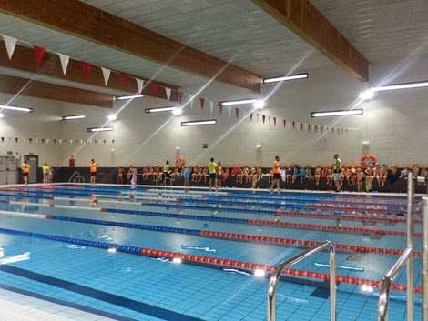 Hu rcal overa face las inscripciones de la piscina for Piscina municipal cubierta