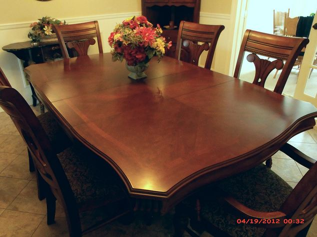 American Signature Vineyard Manor Dining room set