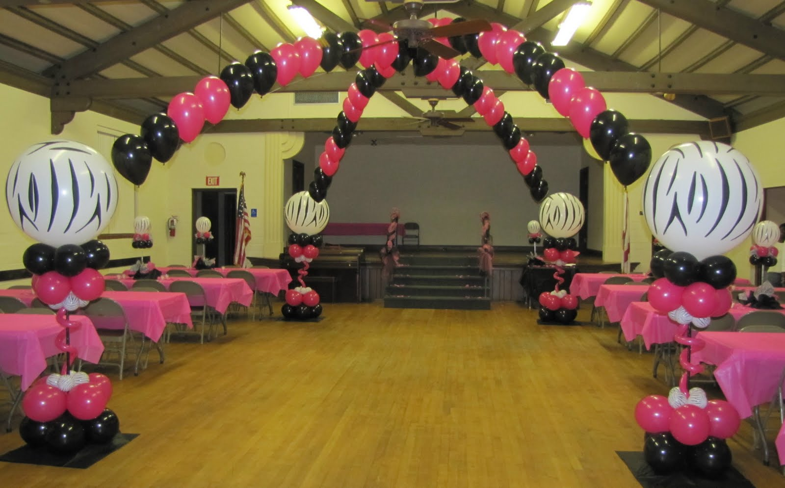Wedding balloon arch for Animal print decoration party