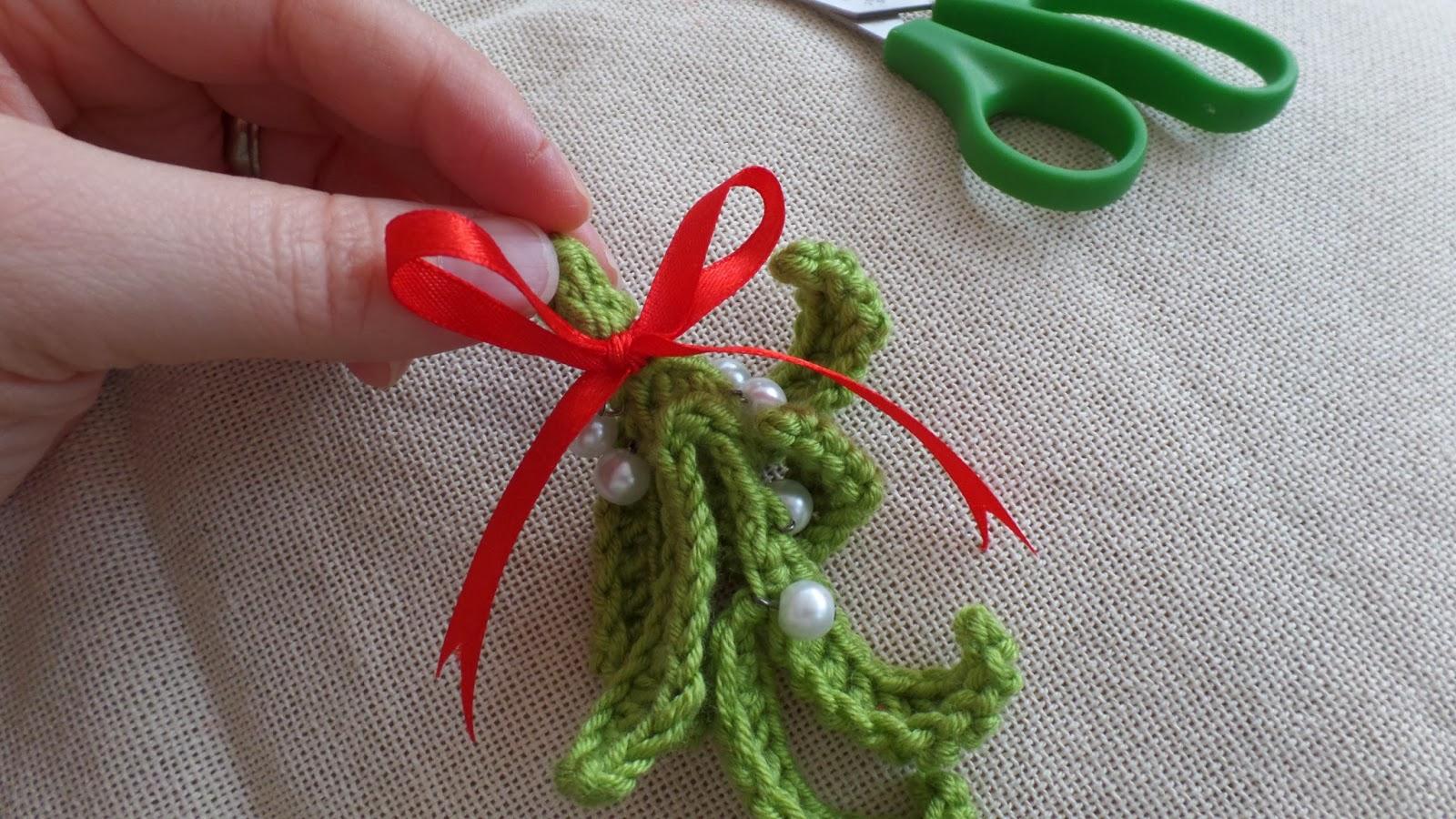 addicted to making winter solstice mistletoe the kissing hat. Black Bedroom Furniture Sets. Home Design Ideas