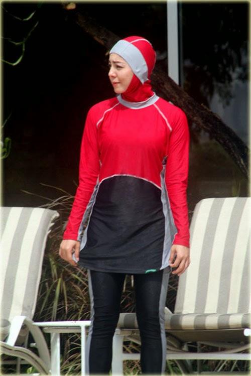 baju-renang-muslimah-warna-merah