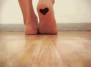 coeur desnier sur le dessous du pied