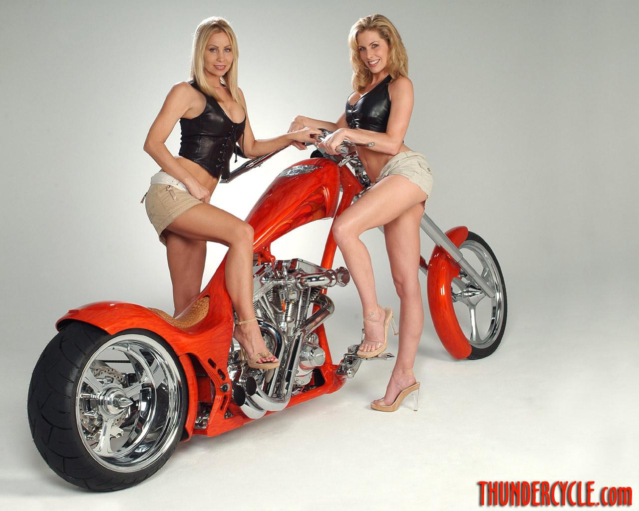http://1.bp.blogspot.com/-1ttKW2NMPt4/Te_FzxzwUEI/AAAAAAAADLQ/-dDe8VubSeg/s1600/Thunder_Custom_Chopper_and_Bike_Girls_wallpaper.jpg