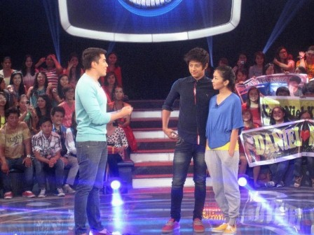 Kathryn Bernardo and Daniel Padilla Play on Minute to Win It