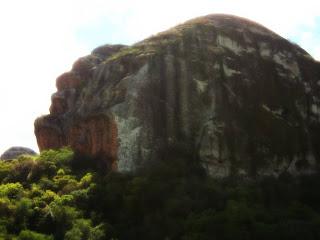 Parede procurada para escaladas, na Pedra do Segredo, em Caçapava do Sul (RS).