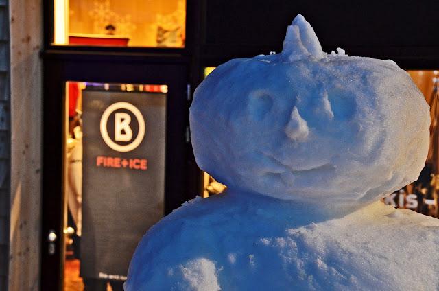 Авориаз фестиваль курорт горные лыжи горы ночь снеговик богнер