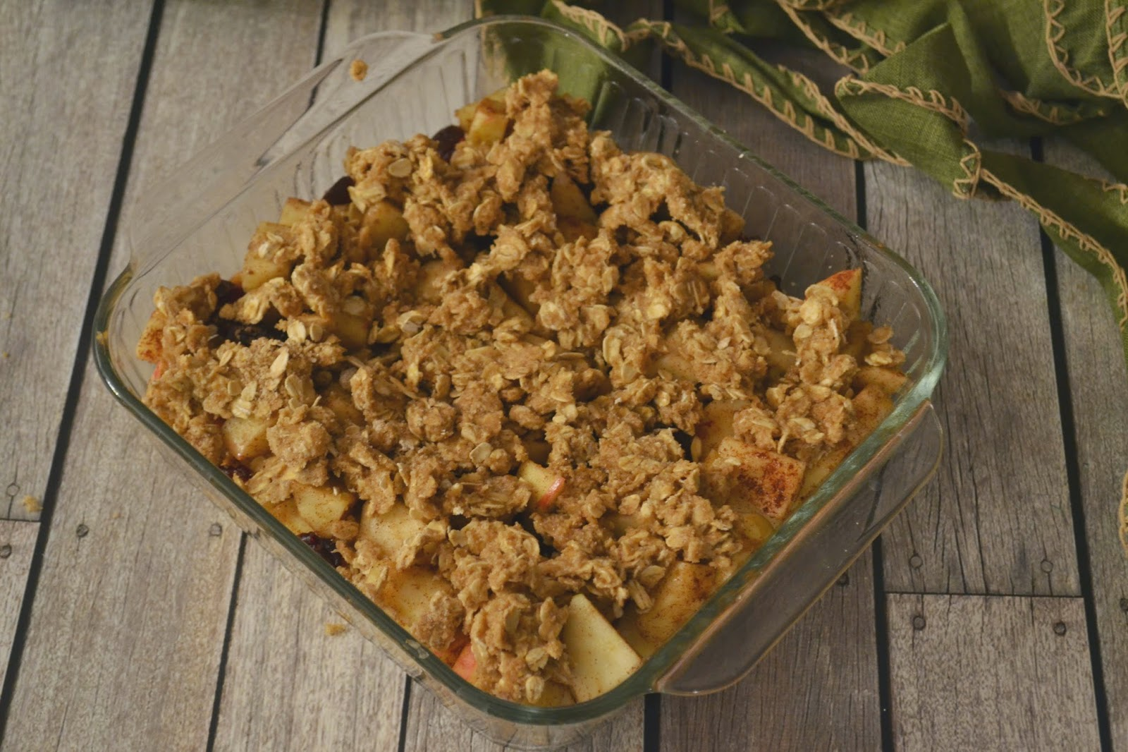 Apple Cranberry Crisp #recipe Apple Crisp recipes.  Apple Cranberry crisp recipe.  Cranberry desserts.  Apple Desserts.  Cranberry Apple Crisp Recipe