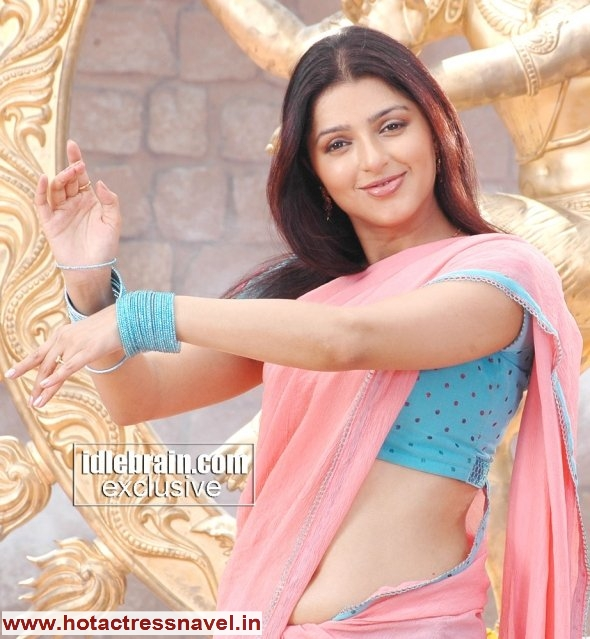 Bhumika Chawla peach sari - Bhumika Chawla Navel And Bare Back sari pics