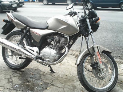 Pires Ferreira-CE: Bandidos assaltam uma moto Titan e abandonam uma Bros .