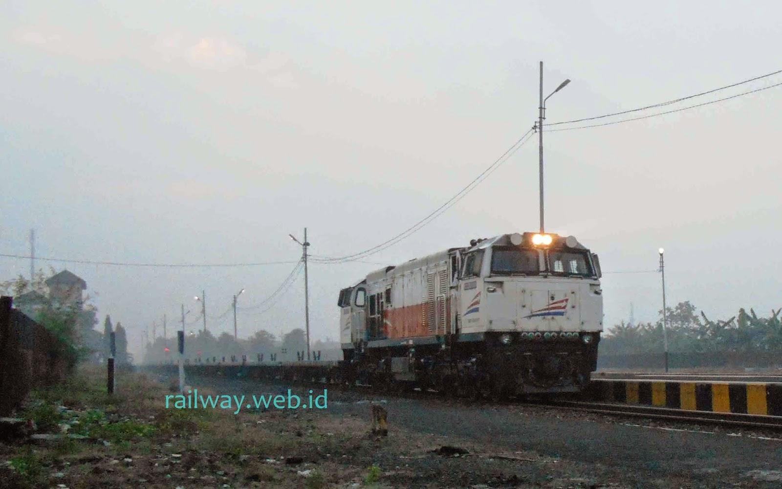 Kereta Api Angkutan Semen Nambo Banyuwangi