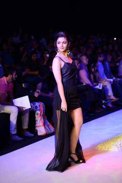 Alia Bhatt Hot Ramp Walk At IIJW 2013