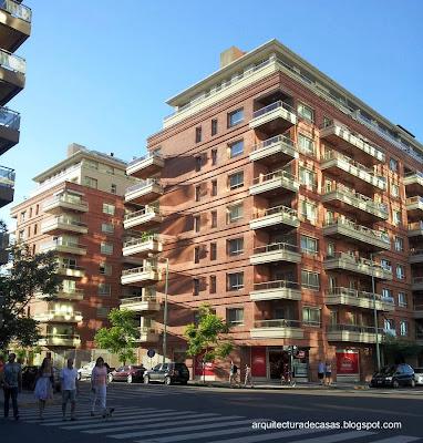 Perspectiva de edificios residenciales en Puerto Madero, Buenos Aires