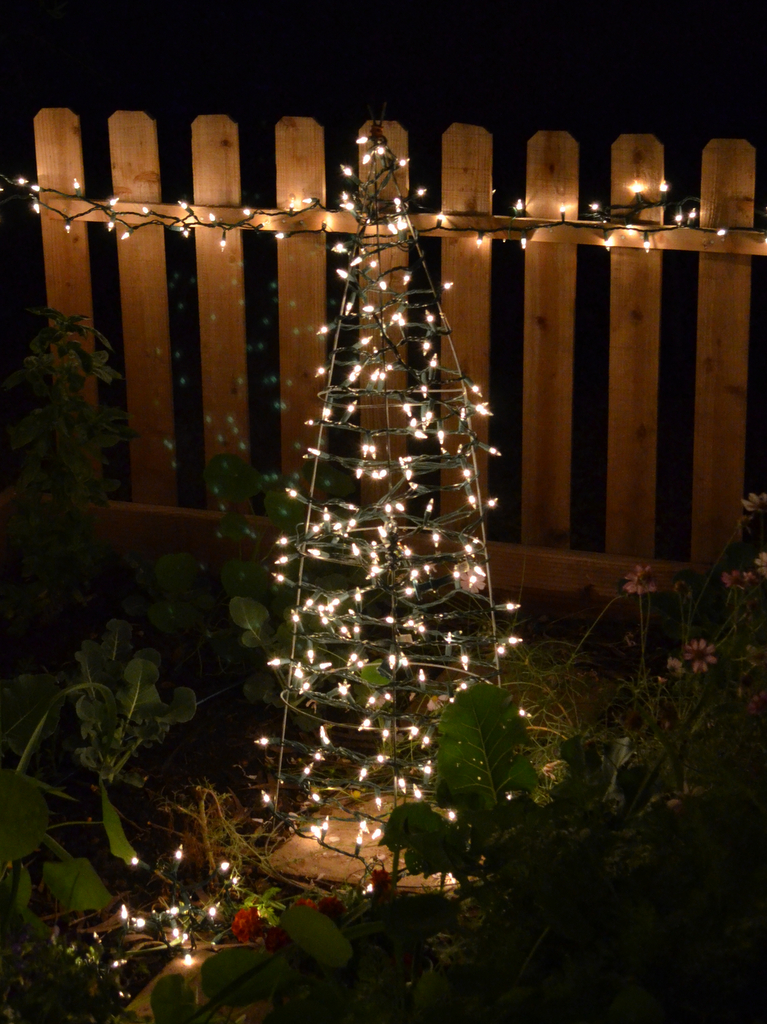 DIY Tomato Cage Christmas Tree - Ramblings from a Desert Garden