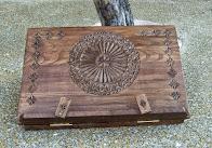 Atriles tallados en madera