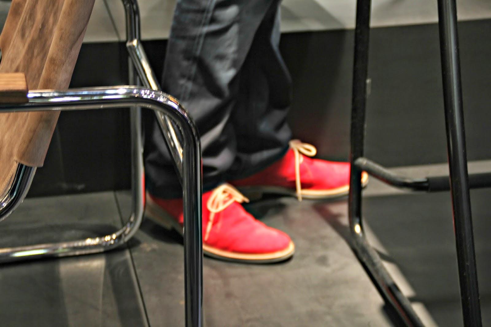 Rote Schuhe ,Thonet imm Köln ,Wiener Kaffeehausstuhl, Bopparder Schichtstuhl, Holz biegen ,Bugholz