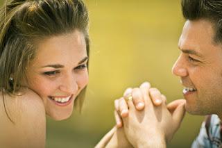 5 Hal Yang Tidak Boleh Anda Bicarakan Saat Kencan Pertama