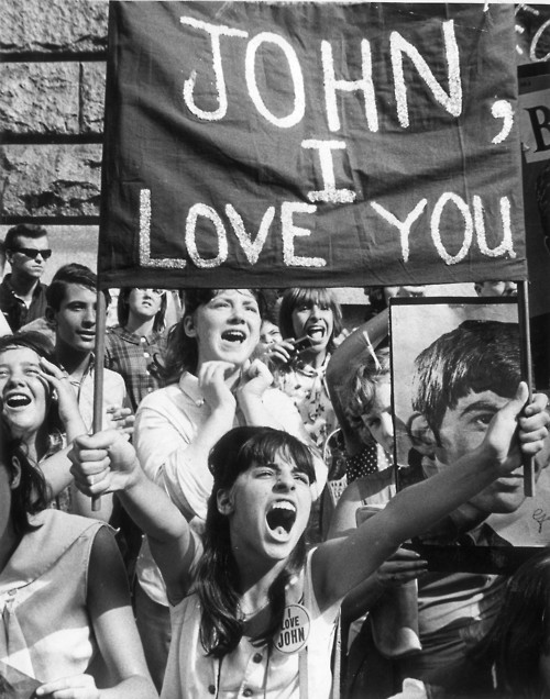 Beatlemania: Beatles fans