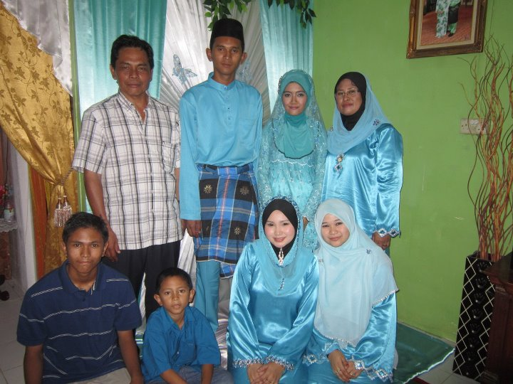 Kebahagiaan Ana (عائلة)