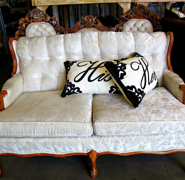Vintage Couch rental, Something Borrowed, Portland, Oreg