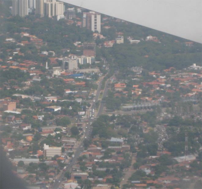 Asunción Paraguay desde el aire por Gloria V Casañas