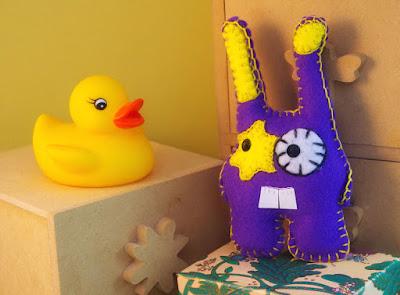 Craft felt purple Bunny - lapin violet  en feutrine par CocoFlower