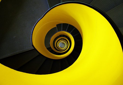 ESCALERAS CON COLORES INTENSOS