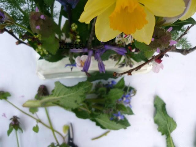 Centrotavola fiorito per Pasqua