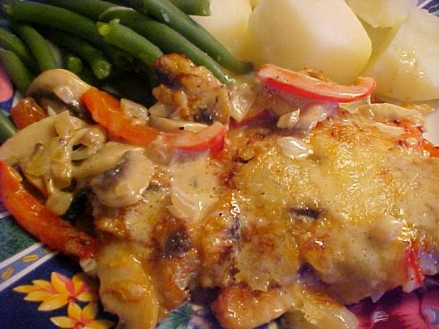 Suprêmes de poulet gratinés aux champignons