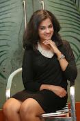 Nandita raj sizzling pics in black-thumbnail-10