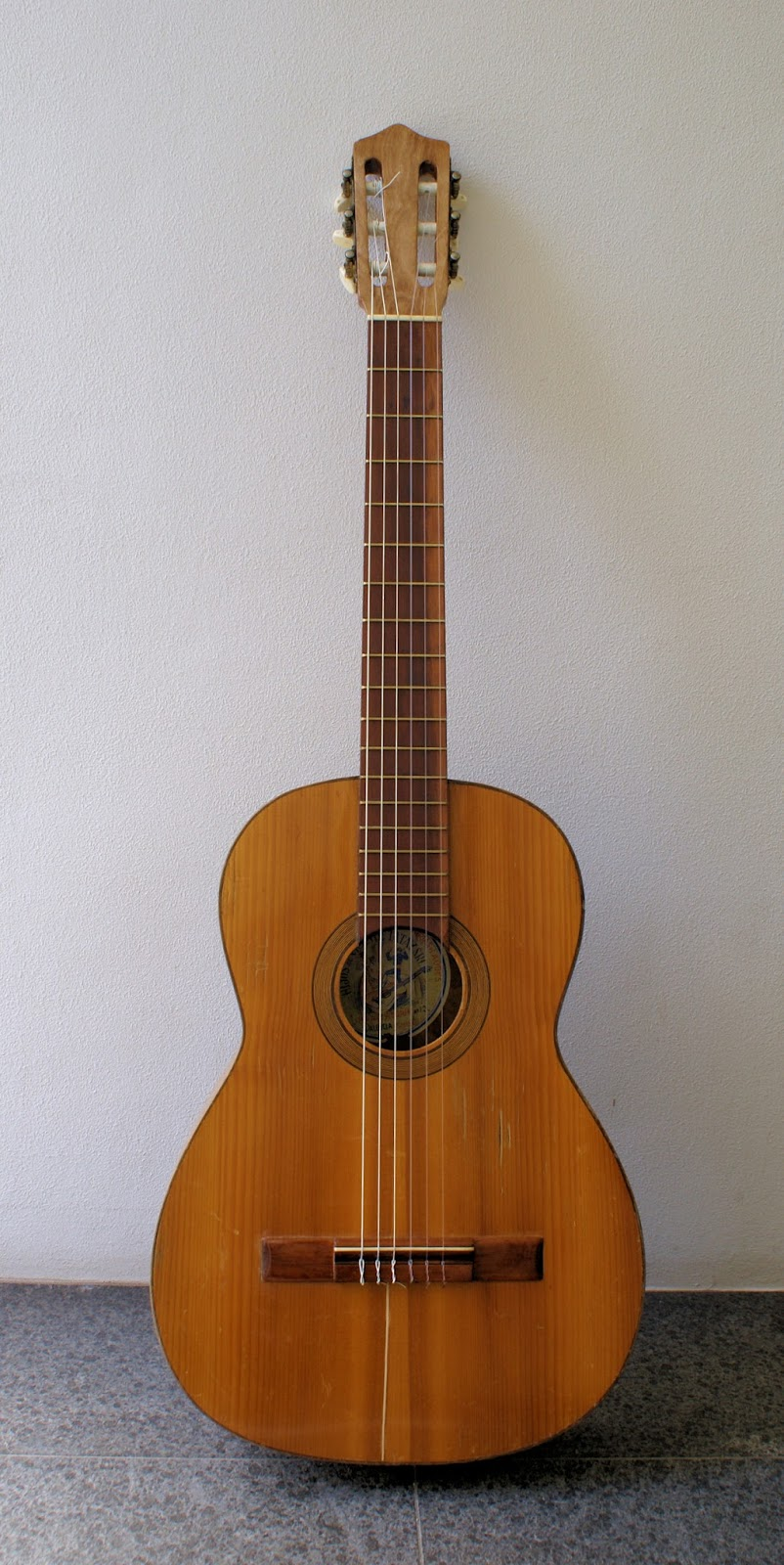 Romantic and old guitars hijos de vicente tatay for Luthier valencia
