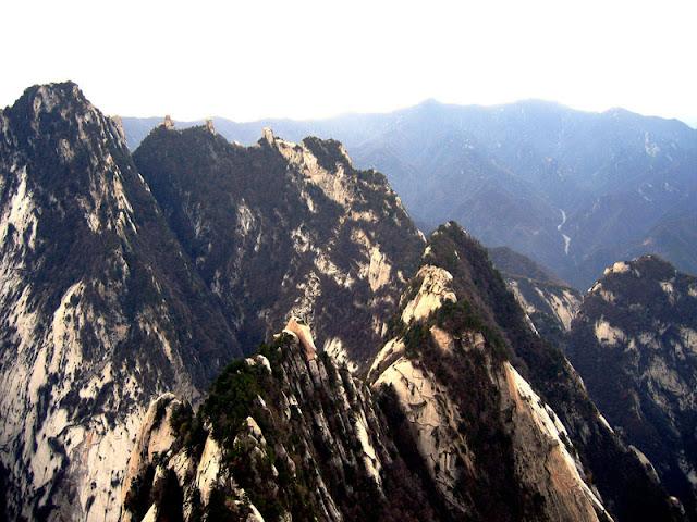 Sendero al rededor de un acantilado china