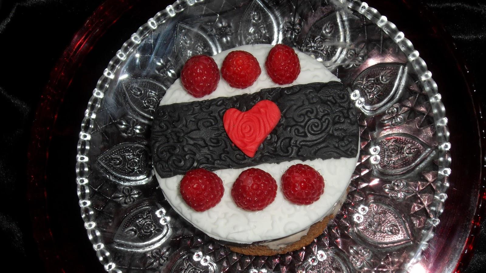 ricetta: torta al cioccolato fondente e lamponi con mousse al cioccolato e zenzero