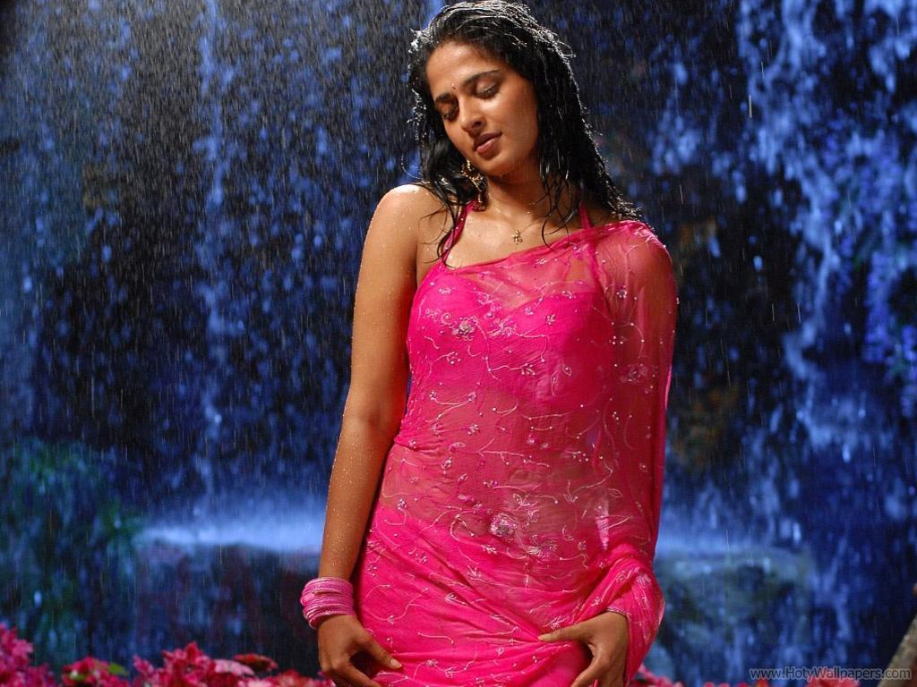 http://1.bp.blogspot.com/-1y996ZjhYBA/TxVr7RGoGoI/AAAAAAAASMg/U6pu5APbpOA/s1600/anushka_south_indian_actress_spicy_wallpaper.jpg