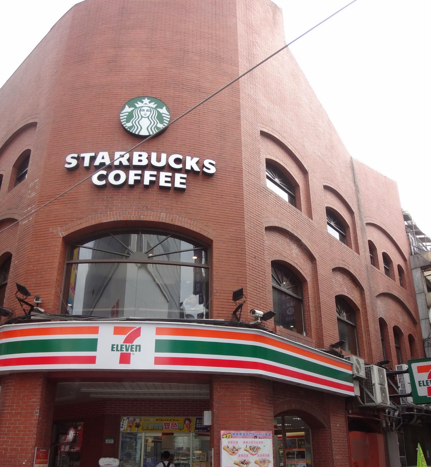 The main landmark to search Via Hotel is by searching for Starbucks Coffee and 7 Eleven as they are located opposite of Uniqlo in Ximending busy streets of Taipei, Taiwan