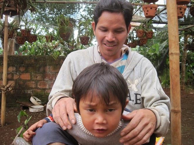 Gia Lai: Ngôi làng đặt tên con là Messi, Yang Dong Gun
