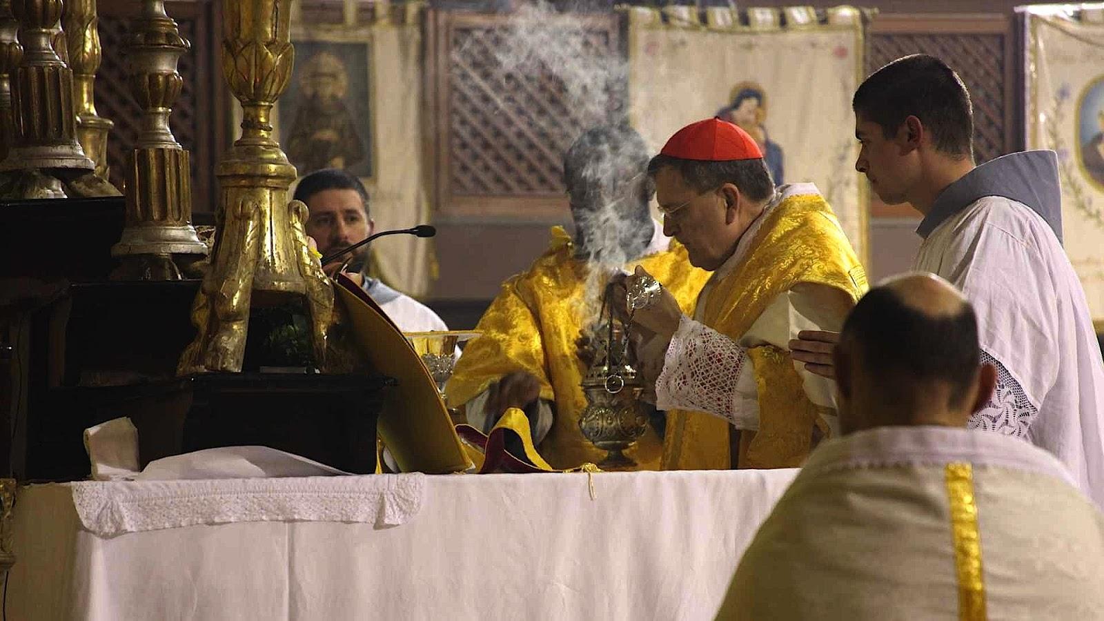 http://1.bp.blogspot.com/-1ySqvo11ID4/UTTRW8lsKZI/AAAAAAAAFJA/MVf_VudE7b4/s1600/Burke+celebrating+Latin+mass.jpg